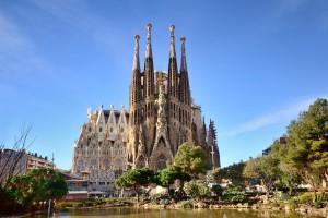 Sagrada-Familia Antoni-Gaudi dezeen 936 0